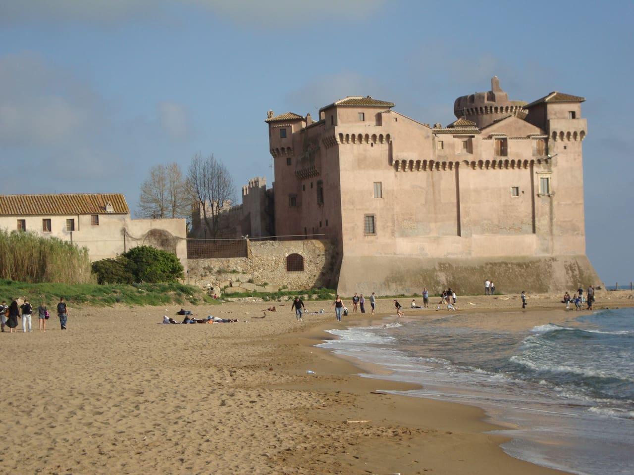 Castello S.Severa spiaggia