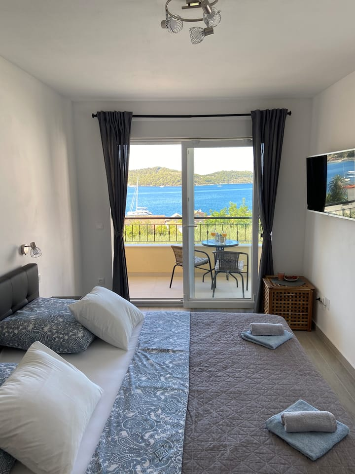 A lovely and cozy room with a breathtaking view 2