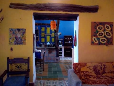 BELLA CASITA EN YOLOMBO. MUY CERCA AL PUEBLO.