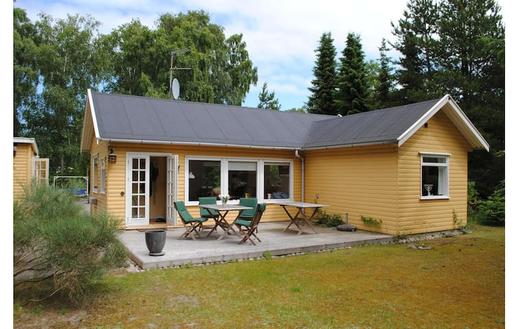 Holiday cottage with 2 bedrooms on 55m² in Højby