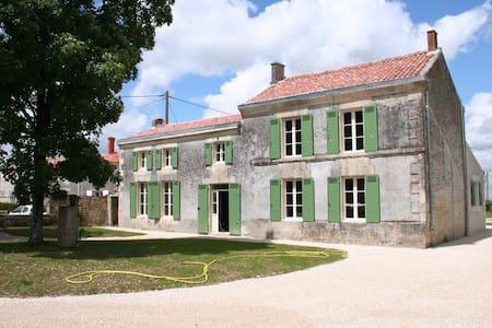 Gerenoveerde Charentaise woning - La Croix-Comtesse - Hus
