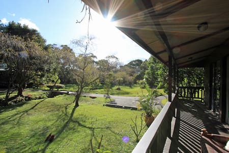 Kookaburra Cabin - Sydney farm stay - Oxford Falls