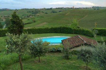 Magnifica cascina con piscina  - Mombaruzzo - บ้าน