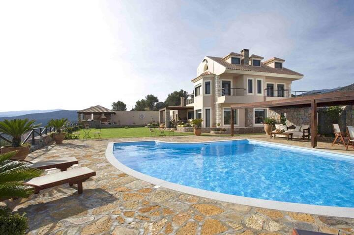 Villa Blue Miracle, 5 BD, 4 BA, private pool