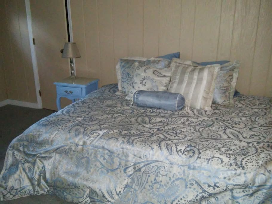 Master Bedroom, Queen bed with large sliding doors leading to covered deck, view of lake.