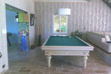 Chambre spacieuse confortable - La Riche