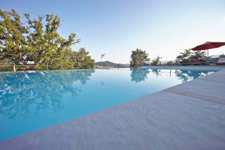 Stone Villa: view, pool, bbq, a/c ensuite bedrooms