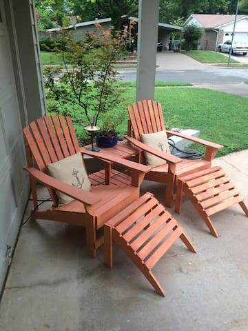 Outdoor front sitting area