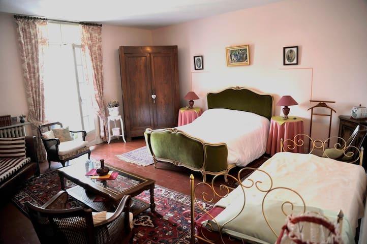 """Chambre  villa :  """"La Naïade"""" - Margon - Adosado"""