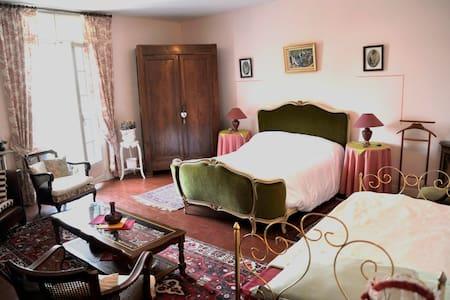 "Chambre  villa :  ""La Naïade"" - Margon"