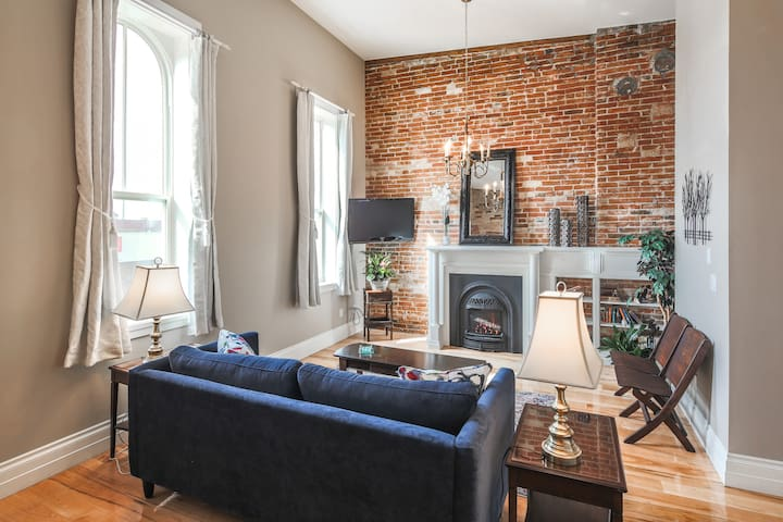 Downtown Lindsay Executive Loft-style Suite