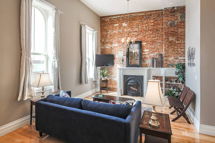 Downtown Lindsay Executive Loft-style Suite