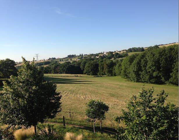Chambre au calme à 16kms de Lyon - Pollionnay - Bed & Breakfast