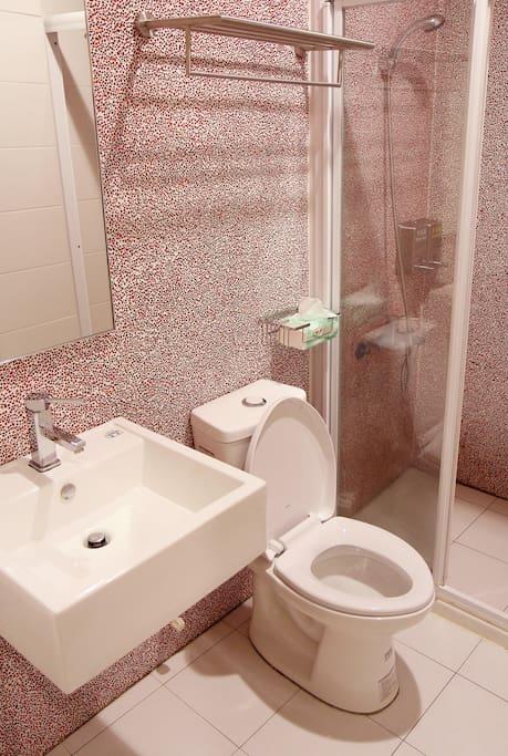 乾淨的獨立衛浴空間。