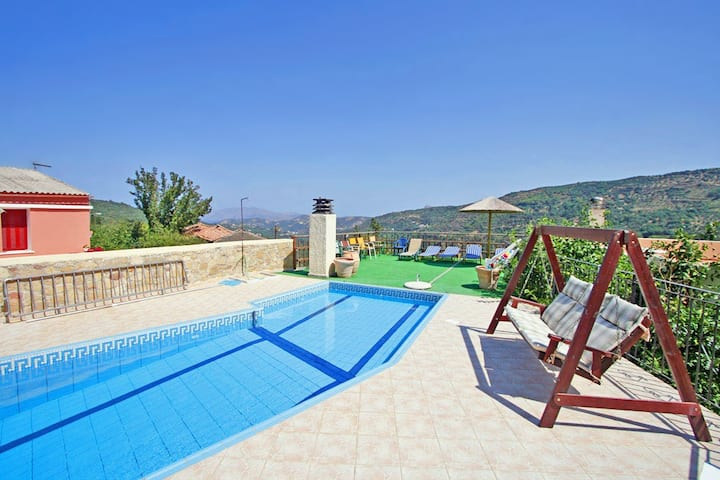 Topolia House with 3 bedrooms, sharing pool