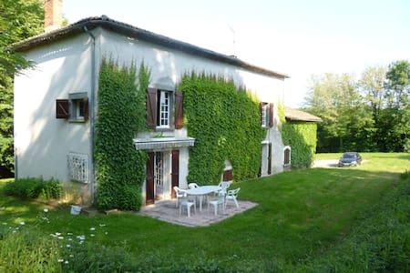 Au calme,belle maison de campagne - Genouillac - 一軒家