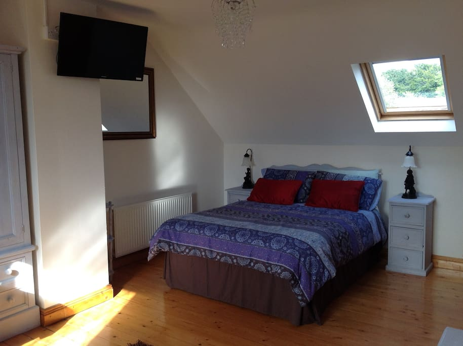 Bright spacious twin room