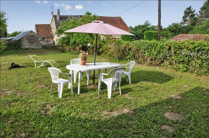 Maison de campagne chic avec jardin - Guipy - บ้าน