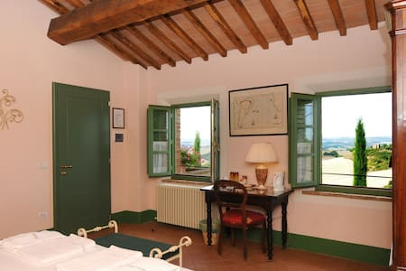 Romantic bedroom with sunset view - Buonconvento
