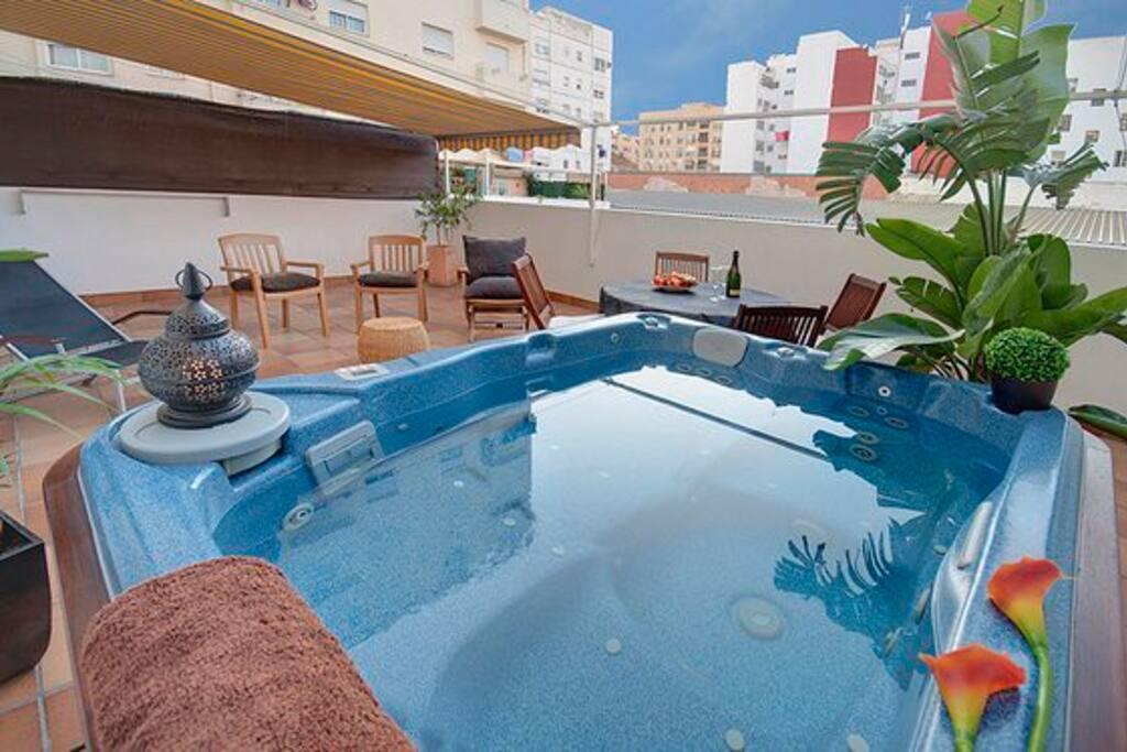Apartamento con terraza y jacuzzi kiad lak s valencia - Terraza con jacuzzi ...