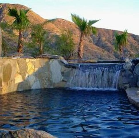 TRANQUIL LUXURIOUS, HILLTOP POOL/SPA HOME-HIKE-BBQ - Morongo Valley - House