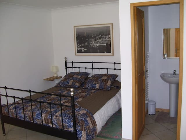 Maison Ancienne, Chambre D'Hote.2 - Guilligomarc'h - Bed & Breakfast