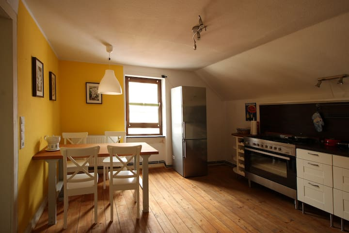 Idyllic 2 room-apt. huge Kitchen - Frankfurt - Flat