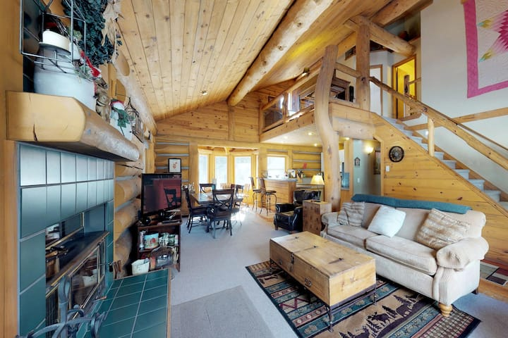 Dog-friendly log cabin w/ a private hot tub, firepit & room for the whole group!
