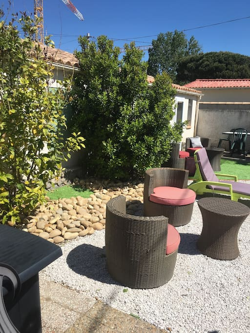 Coin d détente et endroit sympa du jardin de 350 m2