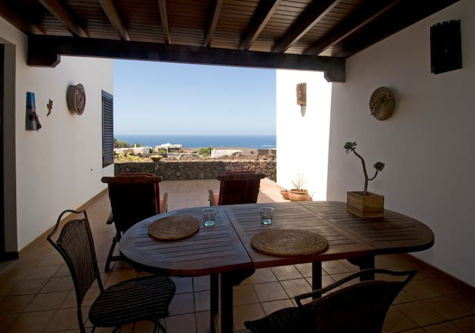 Villa Lanzarote con vistas al mar - Las Breñas