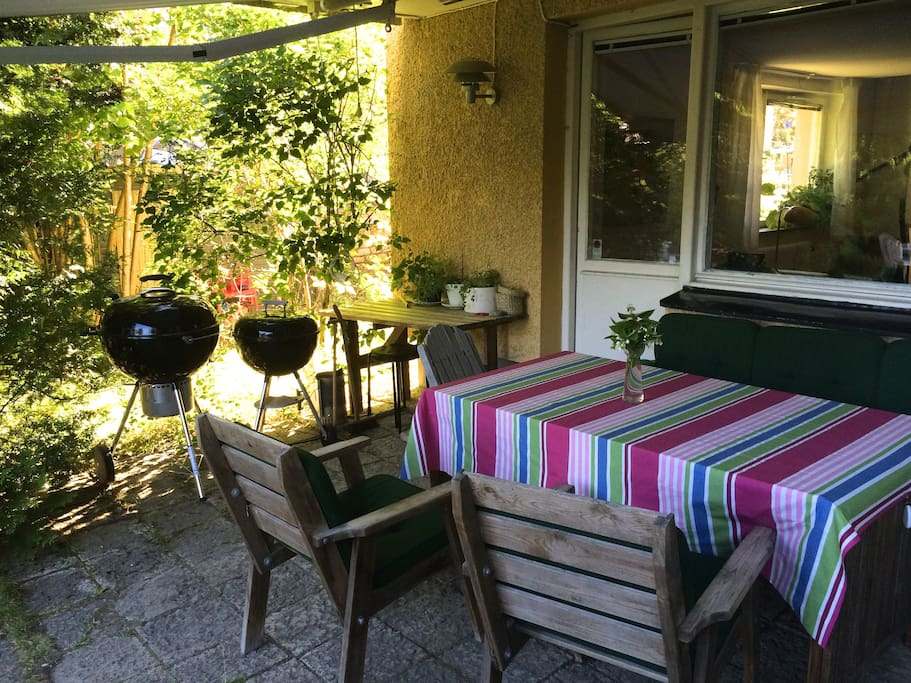 Cosy green garden, perfect for BBQ