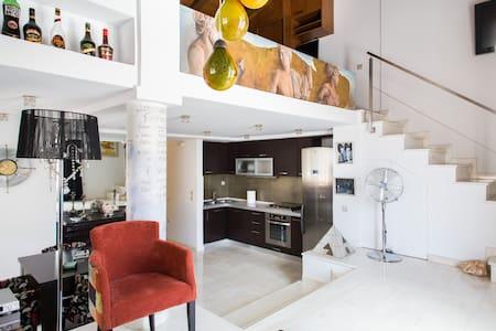 Stylish apartment in Psiri, Athens