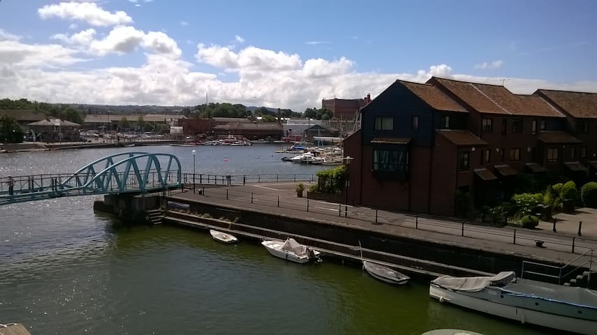 Living on the water - Private double room - Bristol - Talo
