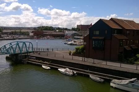 Living on the water - Private en-suite double room - Bristol