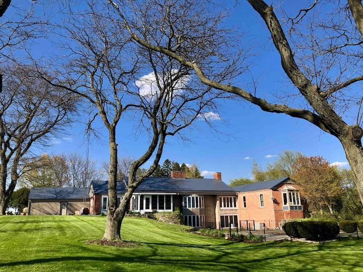 Peaceful Farmland Getaway *8 Bed, 6 Bath Estate*