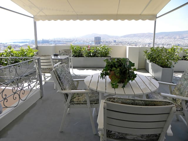 A unique home 85sq.m with amazing seaview_Pireas - Pireas - Huis