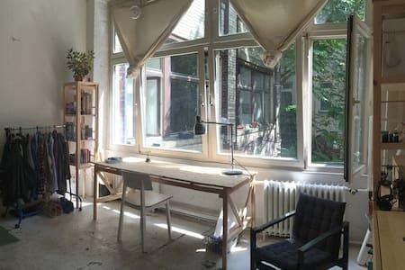 Sunny Room in Berlin Kreuzberg