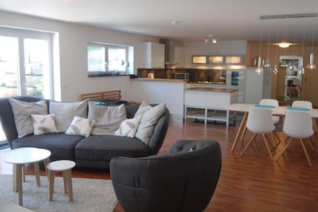 Exklusive 3,5 Zimmer-Ferienwohnung - Reutlingen - Wohnung