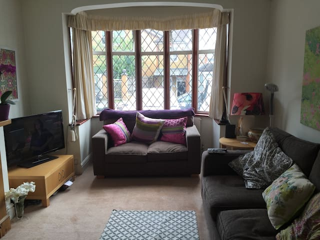 close to London - Buckhurst Hill - Casa