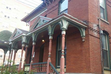 Victorian Apartment in Historic Dis - 시러큐스(Syracuse) - 아파트