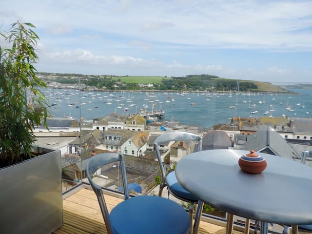 Two balconies and a terrace with fabulous views. - Falmouth - Haus