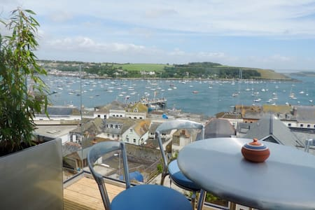 Two balconies and a terrace with fabulous views. - Falmouth - Casa