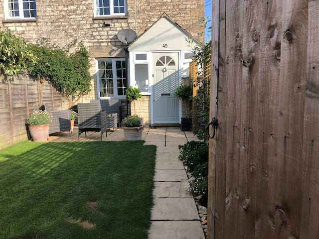 Cottage close to Cirencester town centre.