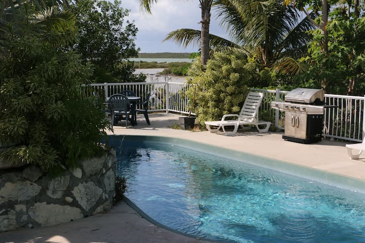 Villa Verde: Affordable, on the water, with pool!