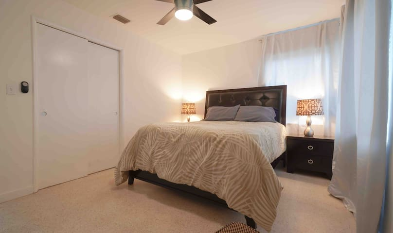 Private Room in a 2 Bedroom Home, great amenities!