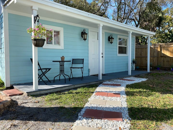 Tranquil Guesthouse Hideaway (Near MacDill AFB)