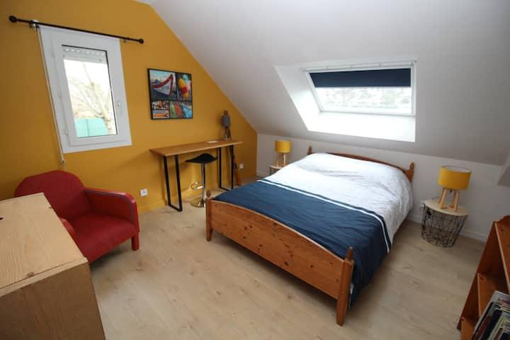 Chambre 2 Jaune - Proche du centre ville de Vannes