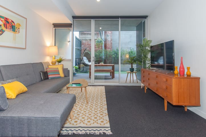 Popular Modern 2 Bedroom Hideaway in Fitzroy North