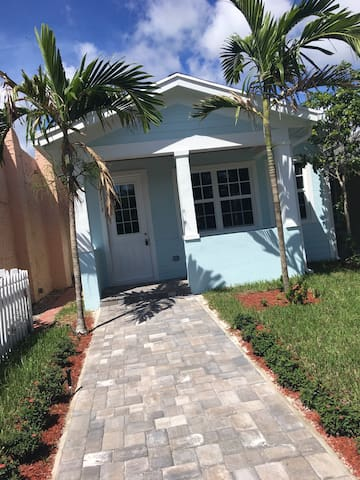 Gorgeous New Home Downtown and By the Beach in Lake Worth, One of the real happening areas in Palm Beach County just minutes from Palm Beach!