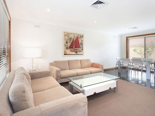 30 Seconds walk to Beach! - 3 Bedroom